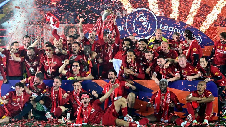 Liverpool lifts Premier League trophy
