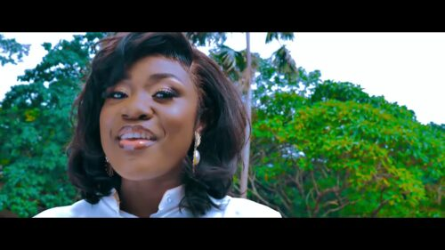 Emelia Brobbey ft Prince Bright - Fa Me Kor [Remix] Official Video