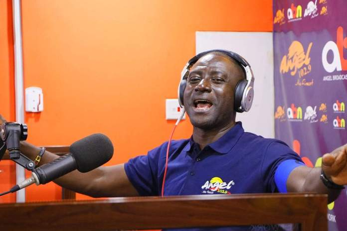 I'm Still With Angel FM – Captain Smart