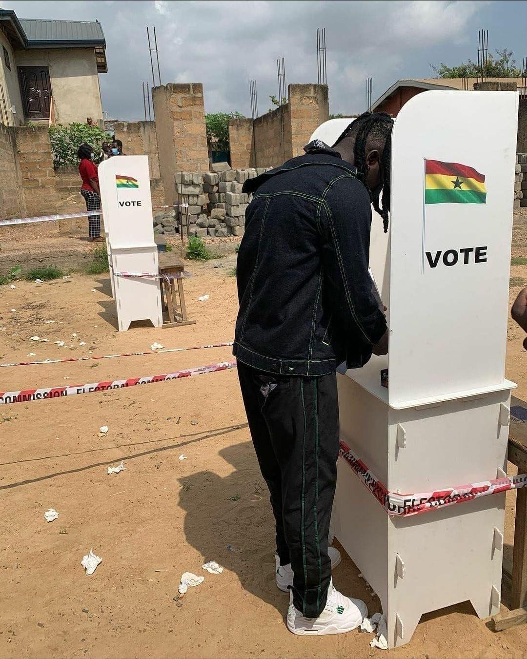 Stonebwoy Applauds Voters At Ashaiman